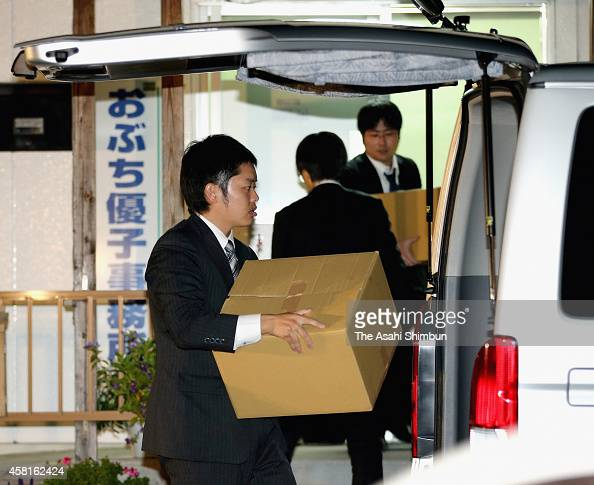Prosecutors leave with cardboard boxes after the search at former trade minister Yuko Obuchi's Takasaki electoral support office on October 30 2014...