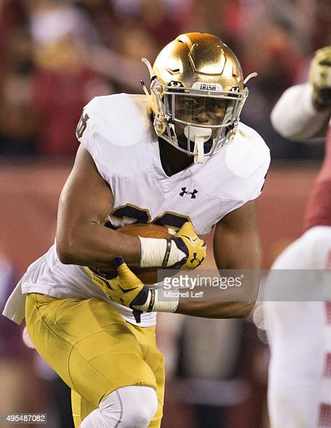 J Prosise of the Notre Dame Fighting Irish runs with the ball in the game against the Temple Owls on October 31 2015 at Lincoln Financial Field in...