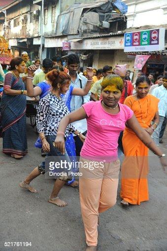 how to find prostitutes in mumbai