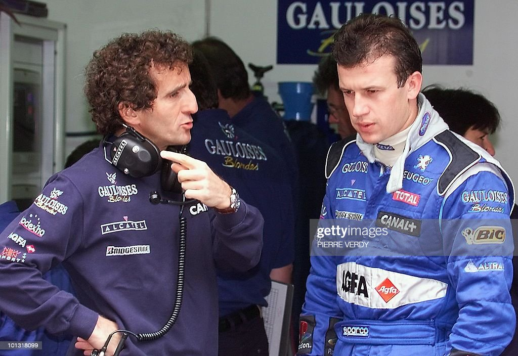 ProstPeugeot team manager Alain Prost talks to French prostPeudeot driver Olivier Panis 15 May 1999 during the 3rd free practice session of the 57th...