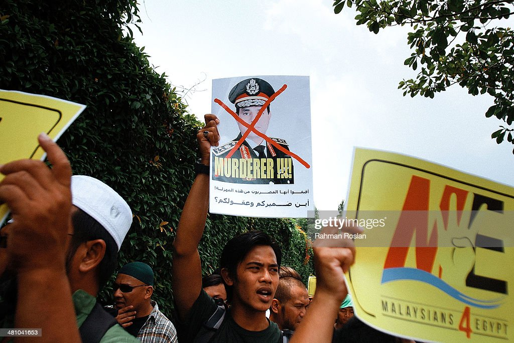 A protester hold placard that shows a potrait of Abdel Fattah ElSisi during a protest against the mass execution sentence of 529 supporters of...