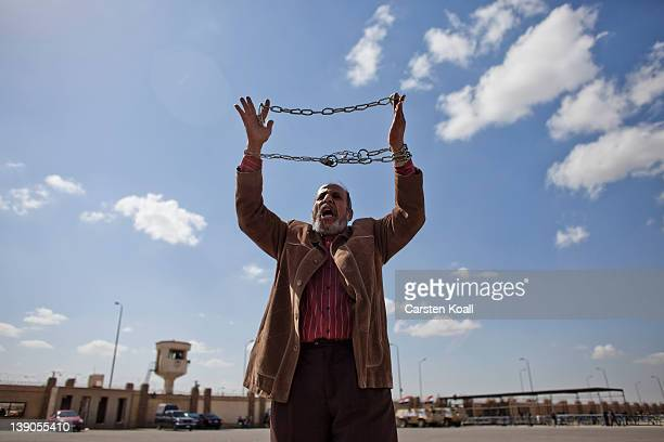 A protester holds up a symbolic chain as the trial of ousted Egyptian president Hosni Mubarak continues on February 16 2012 in Cairo Egypt The...