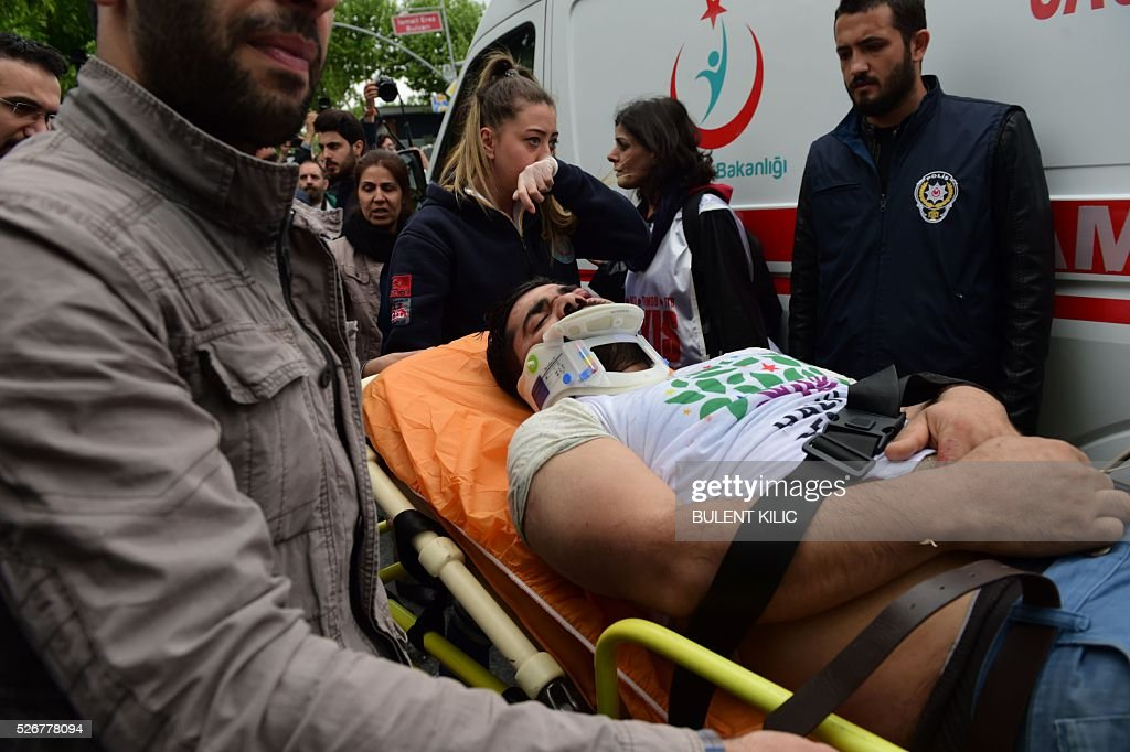 A protester is taken away on a stretcher after being injured during clashes with anti-riot police at a May Day rally in Bakirkoy, a district of Istanbul, on May 1, 2016. Turkish labour activists and leftists marked the annual May Day holiday, with thousands of security deployed and bracing for trouble after the authorities refused to allow protests in central Taksim Square. / AFP / BULENT