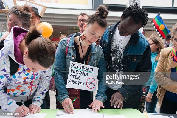 Protesters are signing a petition against Monsanto at the march against Monsanto in Brussels