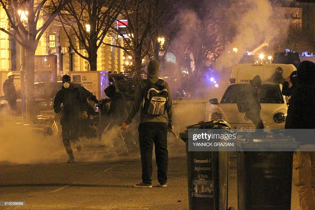 Protesters clash with police on February 14, 2016, in Bastia, on the French Mediterranean island of Corsica, after incidents broke out during a gathering in support of a Sporting Club de Bastia supporter who was injured the previous night in Reims in clashes with police in the city centre following a French L1 football match between Reims and Bastia. / AFP / YANNICK GRAZIANI