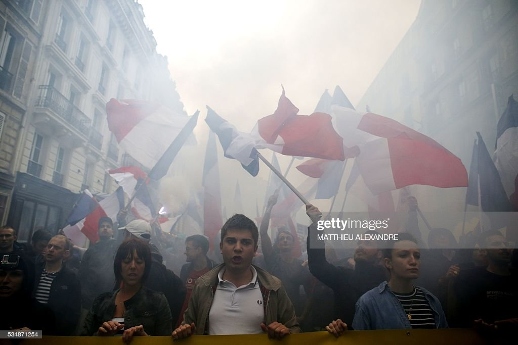 Protesters from far-right movement Generation Identitaire take part in a demonstration against migrants on May 28, 2016 in Paris. / AFP / MATTHIEU