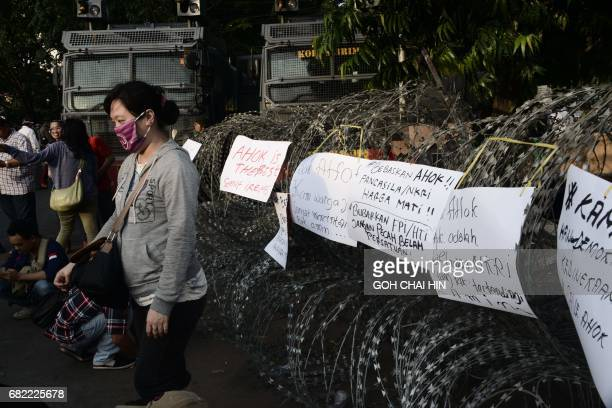Protesters gather outside the Indonesian highcourt building in Jakarta on May 12 to demand the release of Jakarta's governor Basuki Tjahaja Purnama...