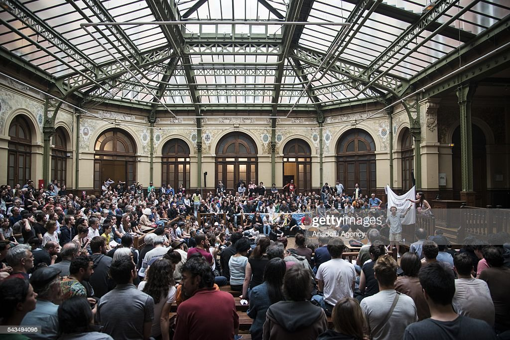 Protesters hold a meeting as they protest against the labour law in Paris, France on June 28, 2016. Country-wide protests and strikes, led by uniuons has been continuing for weeks.