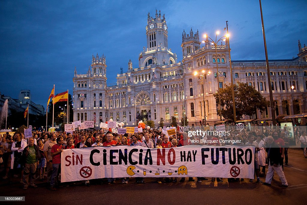 Protesters hold up a banner reading 'No Science, no future' during a demonstration against R&D cuts for sciences on September 27, 2013 in Madrid, Spain. Young Spanish scientists have called for a demonstration during the European Researchers' Night under the header, 'No Sciences, No Future', in response to cutbacks in research and development for Sciences. They claim that many Spanish researchers are leaving the country to find a jobs.