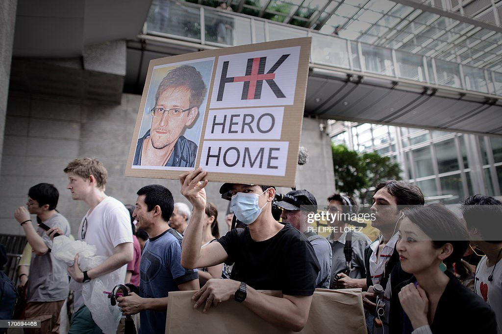 Protesters march to the US consulate during a protest in support of Edward Snowden from the US in Hong Kong on June 15, 2013. Snowden, a former CIA technical assistant, is in hiding in Hong Kong after he arrived in the city on May 20 and blew the lid on a vast electronic surveillance operation by the National Security Agency, which has hit targets in China and Hong Kong. AFP PHOTO / Philippe Lopez