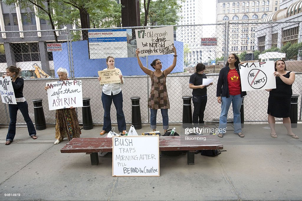 protesters picket in front of the jacob k javits federal bu