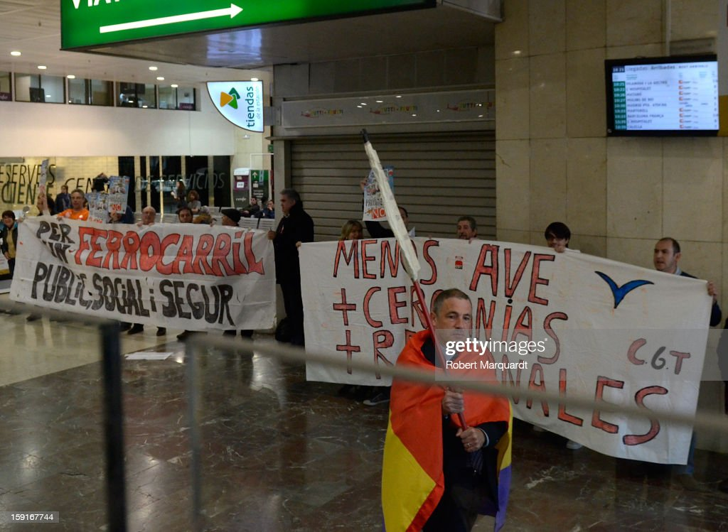 Protesters picket inside the Barcelona Sants train station during the inauguration of the AVE high-speed train line between Barcelona and the french border on January 8, 2013 in Barcelona, Spain.