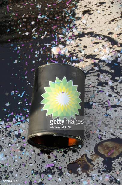UK Protesters picketed an art world party at Tate Britain in London as they called on Tate bosses to cut their ties with sponsor BP over the Gulf of...