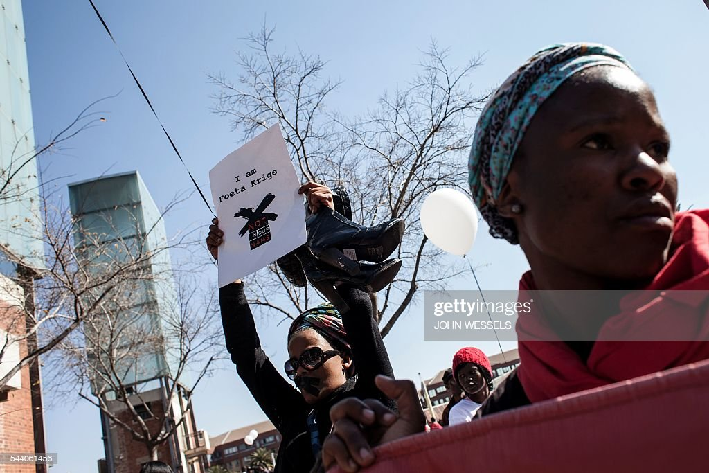 Protesters rally outside the Constitutional Court in support of the suspended SABC journalists on July 1, 2016 in Johannesburg, and to protest against alleged bias and self-censorship in news coverage by the South African Broadcasting Corporation (SABC) ahead of key municipal elections. The South African Broadcasting Corporation (SABC), which is the primary news source for millions of people, has been accused of banning footage of violent protests, blocking opposition campaign adverts and avoiding criticism of President Jacob Zuma. / AFP / JOHN