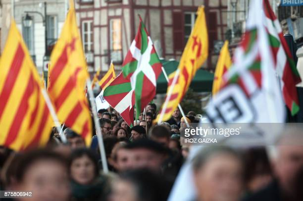 Protesters take part in a demonstration in support of Catalan independence in Bayonne on November 18 2017 / AFP PHOTO / IROZ GAIZKA