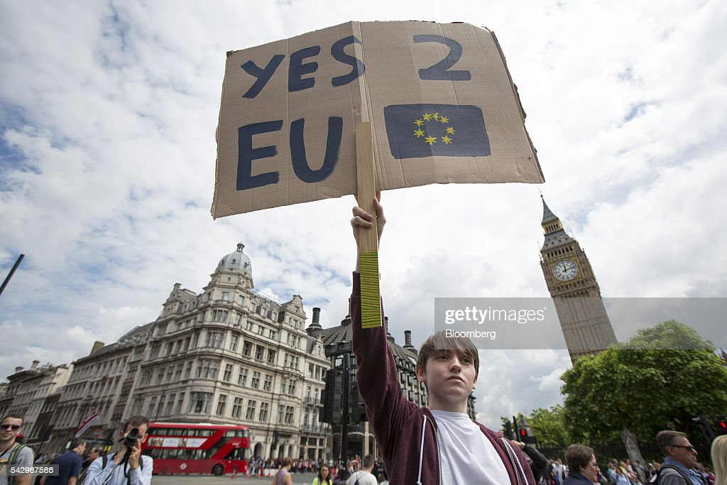 A protestor holds a placard which reads 'YES 2 EU' to demonstrate against the European Union (EU) referendum result, outside The Houses of Parliament in London, U.K., on Saturday, June 25, 2016. The U.K. voted to quit the European Union after more than four decades in a stunning rejection of the continent's postwar political and economic order. Photographer: Jason Alden/Bloomberg via Getty Images