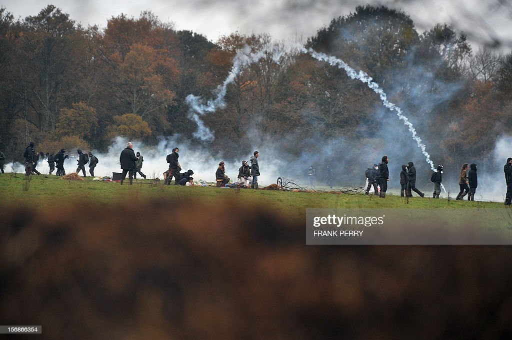 Protestors against a project to build an international airport clash with riot police following the evacuation of their squat nearby, on November 23, 2012 in Notre-Dame-des-Landes, western France. The battle led by opponents against the airport is also judicial, with multiple legal recourses ongoing. The project was signed in 2010 and the international airport is supposed to open in 2017 near the city of Nantes. AFP PHOTO / FRANK PERRY