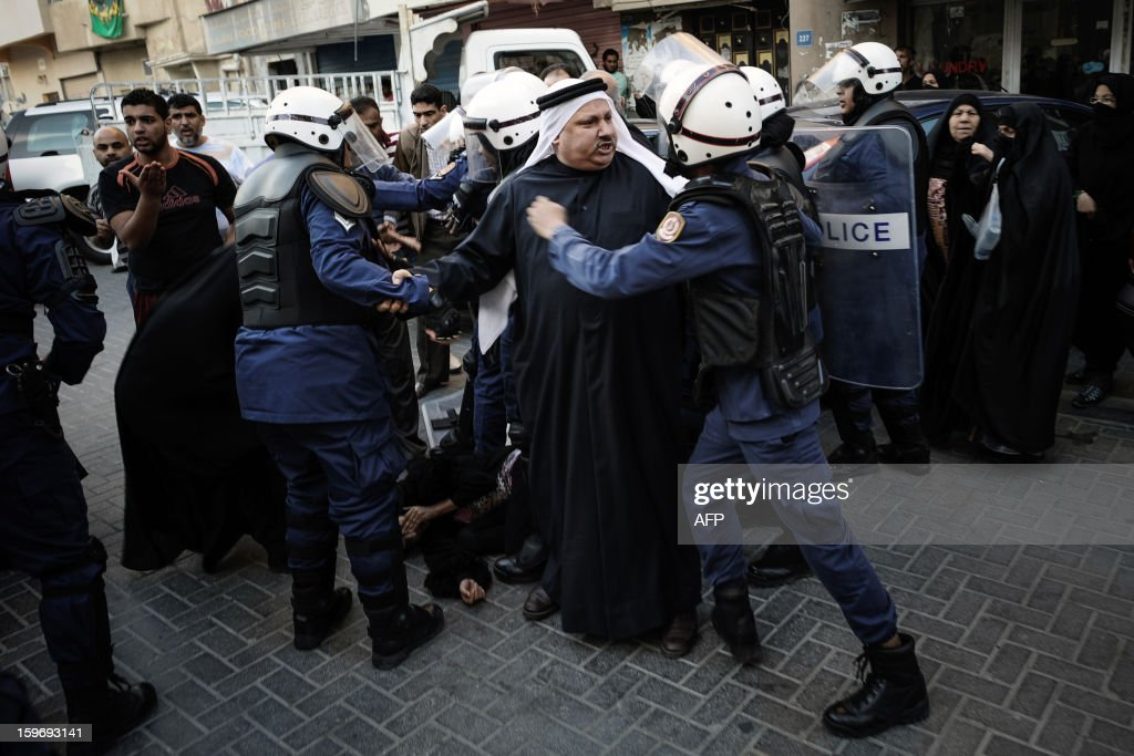 Protestors argue with riot policemen during a demonstration called for by the February 14 Youth Coalition, an Internet group that regularly calls for protests in the Shiite-majority kingdom on January 18, 2013 in the capital Manama. Bahrain's government said the demonstration had not been authorised and warned security forces would prevent it from going ahead. AFP PHOTO/MOHAMMED ALSHAIKH