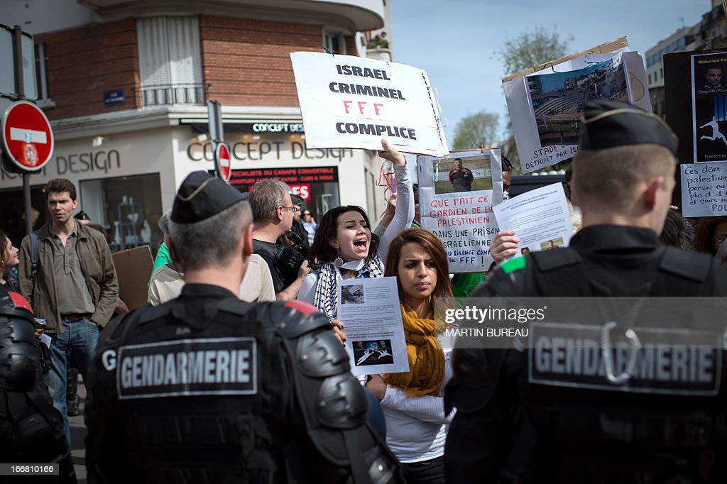 Protestors demonstrate to call for the release of two Palestinian soccer players in an Israeli jail, on April 17, 2013 in front of the French football Federation (FFF) in Paris. AFP PHOTO MARTIN BUREAU