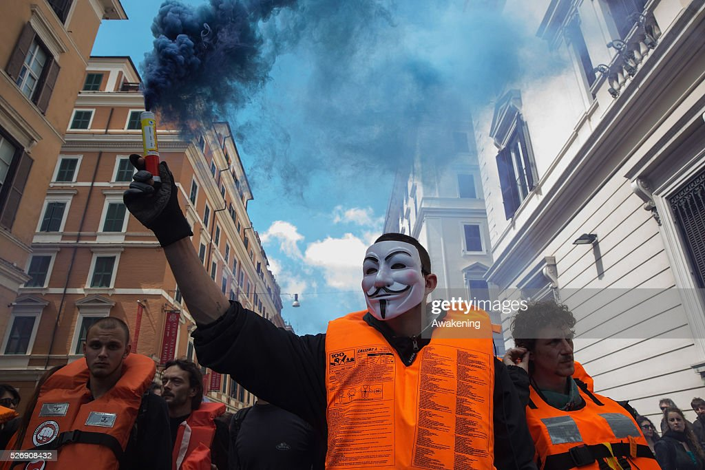 Protestors march during May Day protests on May 01, 2016 in Rome, Italy. Police clashed with protestors as hundreds took to the streets to participate in May Day marches and gatherings across Italy, with may demonstrators protest against Erdogan decisions about the migrant crisis.