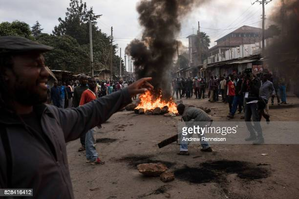 Protestors rally in Kibera Kenya's biggest slum on August 9 2017 in Nairobi Kenya The protest started after police allegedly killed two protestors in...