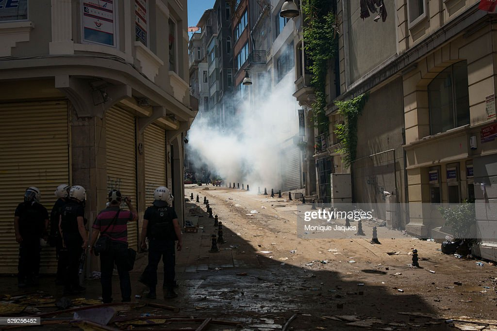 Protests in Istanbul Turkey continue Protests began as a fight to save Gexi Park in central Istanbul After the small peaceful protest was overrun by...