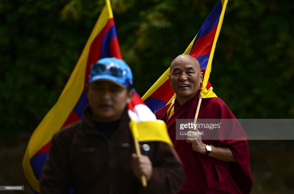 Pro-Tibetan protesters attend a demonstration outside the Chinese consulate in Barcelona on May 17, 2013 in Barcelona, to demand human rights freedom in Tibet and dialogue between the Dalai Lama and Beijing. AFP PHOTO/LLUIS GENE