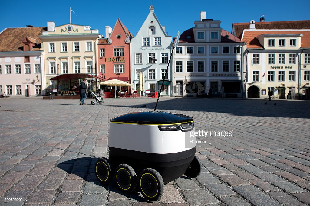 self driving delivery robot by starship technologies aims to revolutionise parcel delivery. Black Bedroom Furniture Sets. Home Design Ideas
