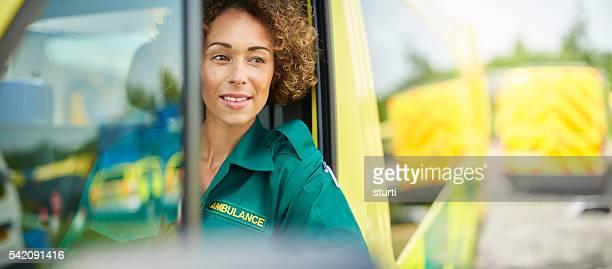 Stolze Geschäftsfrau Rettungssanitäter