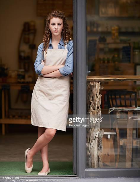 Stolzer Besitzer der angesagtesten Café