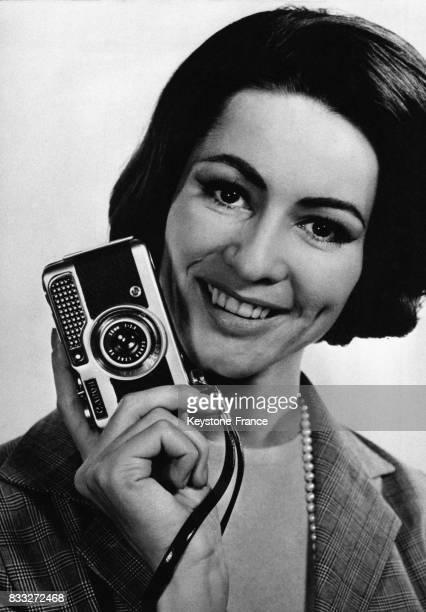 Présentation du modèle 'Demi' de la marque Canon qui fut le premier appareil automatique à proposer une prise de vue demiformat qui double le nombre...