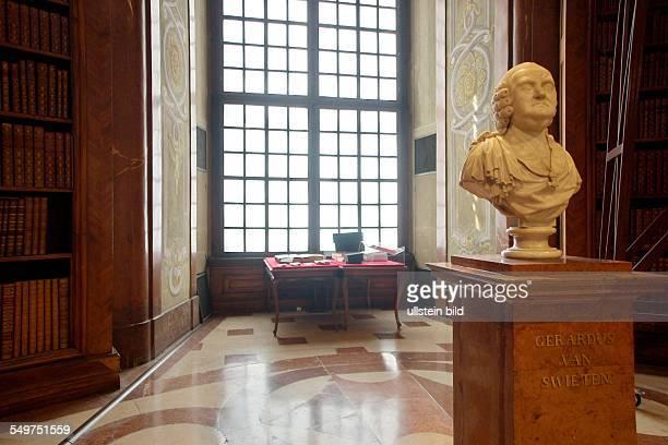 Prunksaal der Österreichischen Nationalbibliothek Der Prunksaal beherbergt 200000 Bücher von 1501 bis 1850 darunter die 15000 Bände umfassende...
