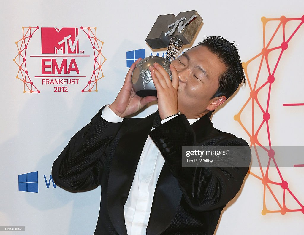 Psy poses backstage in the photo room with his award for Best Video at the MTV EMA's 2012 at Festhalle Frankfurt on November 11, 2012 in Frankfurt am Main, Germany.