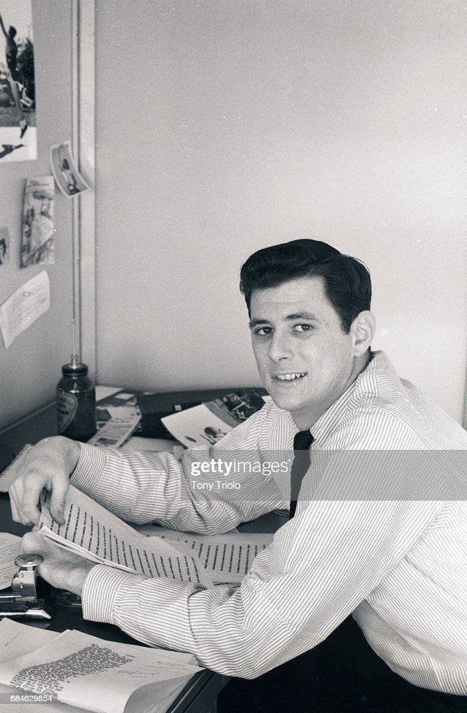 Portrait of Sports Illustrated writer Frank Deford in his office at Time & Life Building. Tony Triolo X9679 )