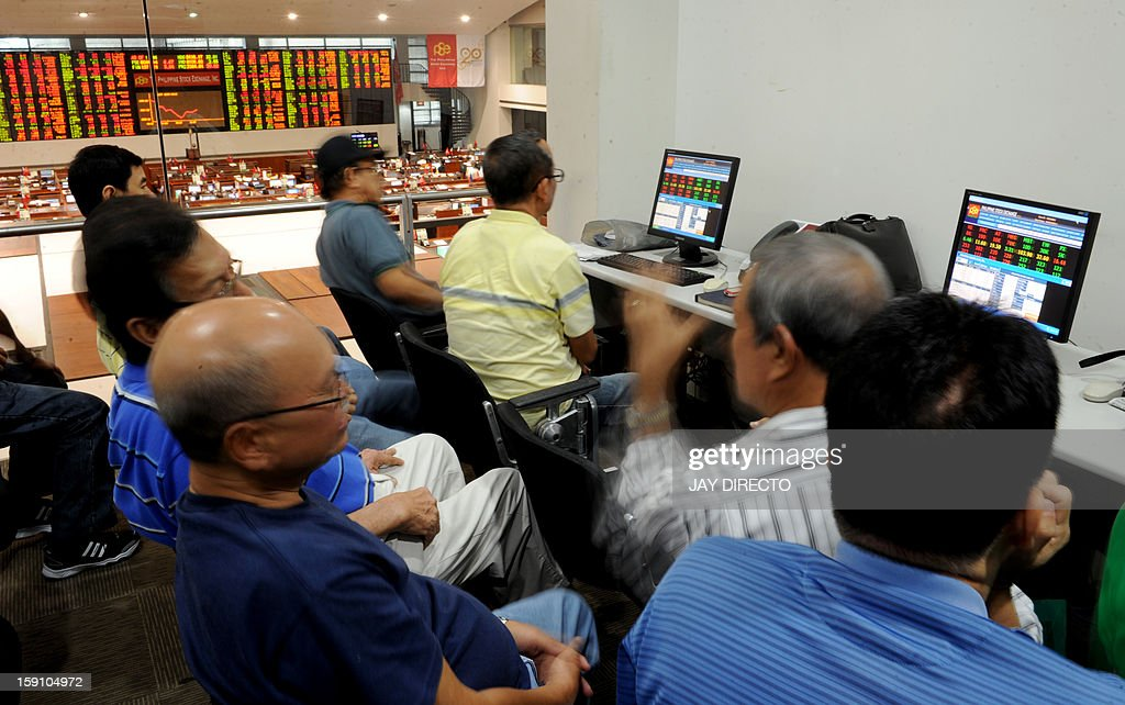 Public investors monitor trading at the gallery of the Philippine Stock Exchange in Manila on January 8, 2013. Share prices hit new record closing highs in the first five trading days of the year and are up four percent compared to end-2012. AFP PHOTO / Jay DIRECTO