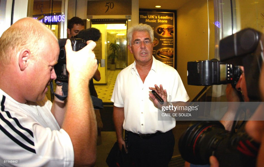 Public relations guru Max Clifford talks to the media outside his offices in New Bond St, London 05 August 2004. Clifford is negotiating a tell-all interview for his client, former secretary at the Football Asociation, Faria Alam with tabloid newspapers. Faria is selling her story about her affair with England Football Manager Sven Goran Eriksson. AFP PHOTO/CARL DE SOUZA