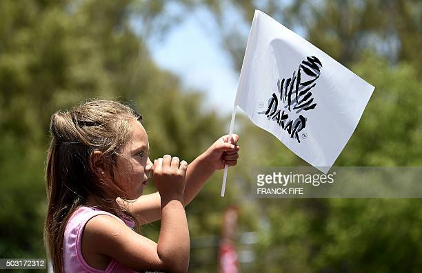 Public watch the bikers before a prologue of the Dakar 2016 between Buenos Aires and Rosario in Rosario Argentina on January 2 2016 AFP PHOTO /...