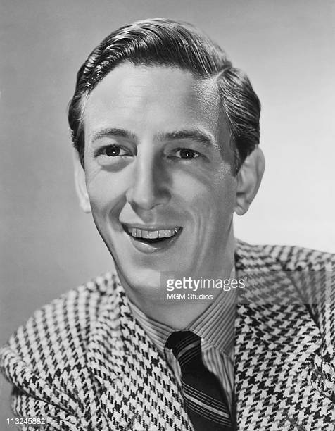 Publicity still of American actor Ray Bolger best know as the scarecrow in 'The Wizard of Oz' circa 1939