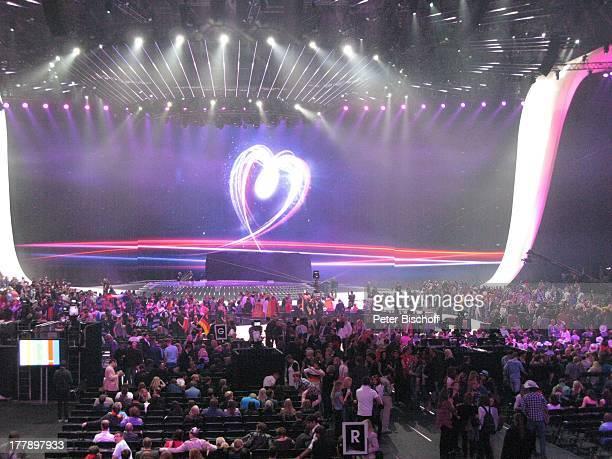 Publikum L E DL e i n w a n dHerz Logo 'Feel your heart beat' vom Finale ARDMusikshow 'Eurovision Song Contest 2011' 'DüsseldorfArena' Düsseldorf...