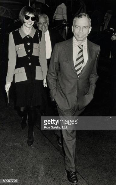 Publisher SI Newhouse Jr and editor Anna Wintour attending 'Diana Vreeland Sculpture Exhibit' on November 6 1989 at the Sculpture Garden at the...