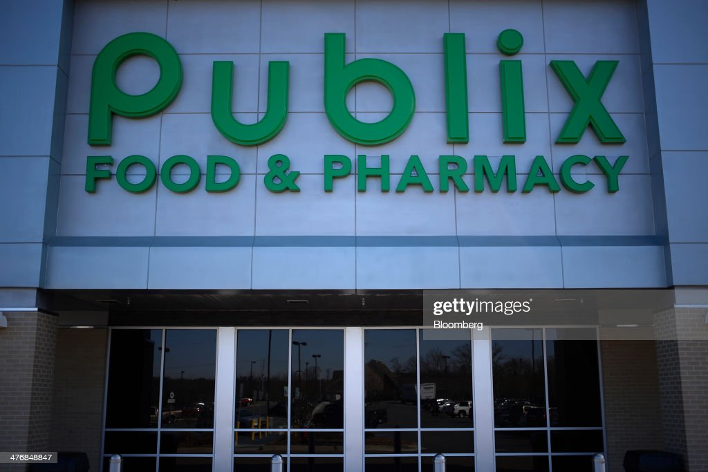 A Publix Super Markets Inc. grocery store stands in Knoxville, Tennessee, U.S., on Wednesday, March 5, 2014. Publix's sales for the fourth quarter of 2013, were $7.4billion, a 5.3 percent increase from last year's $7.0 billion. Photographer: Luke Sharrett/Bloomberg via Getty Images