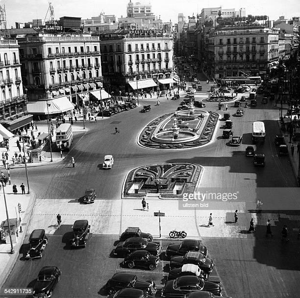 Madrid 1973 photos et images de collection getty images for Puerta del sol santiago
