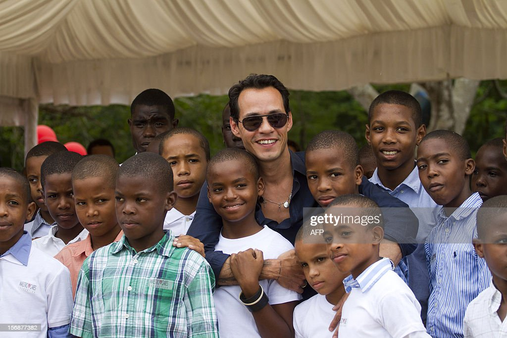 Puerto Rican singer Marc Anthony poses with children during the opening ceremony of the construction of the Orphanage Children of Christ in La Romana, Dominican Republic, on November 23, 2012. AFP PHOTO/Erika SANTELICES