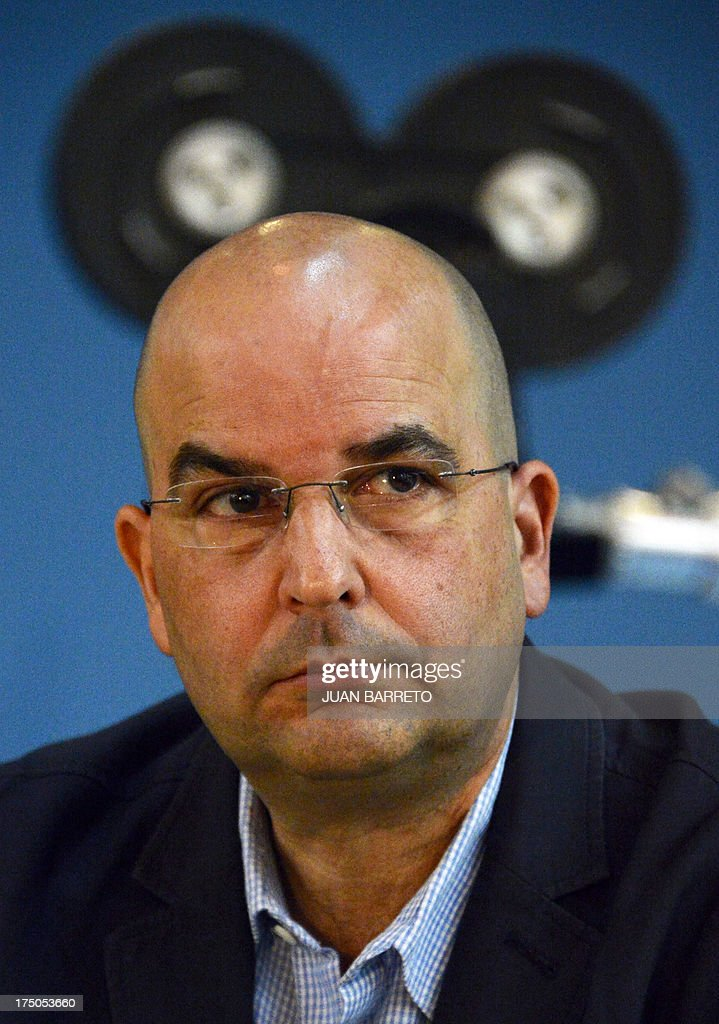 Puerto Rican writer Eduardo Lalo gives a press conference in Caracas on July 30, 2013. Lalo won the Romulo Gallegos Award with his novel 'Simone'. AFP PHOTO/JUAN BARRETO
