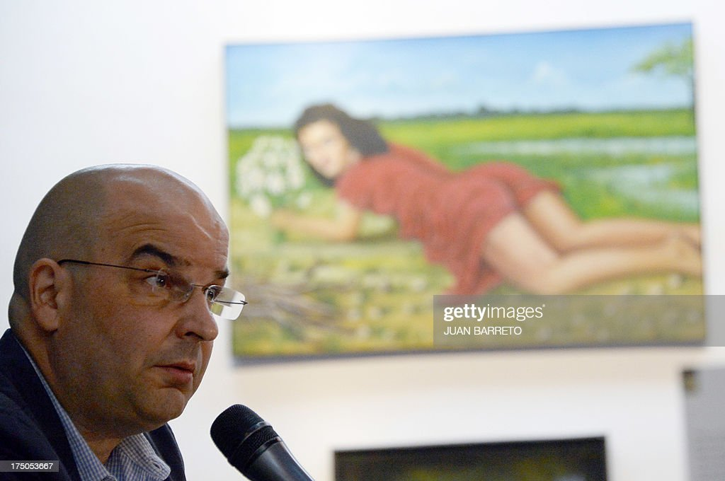 Puerto Rican writer Eduardo Lalo gives a press conference in Caracas on July 30, 2013. Lalo won the Romulo Gallegos Award with his novel 'Simone'.
