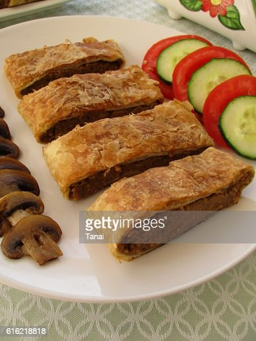 Puff pastry stuffed with eggplant and mushrooms : Bildbanksbilder