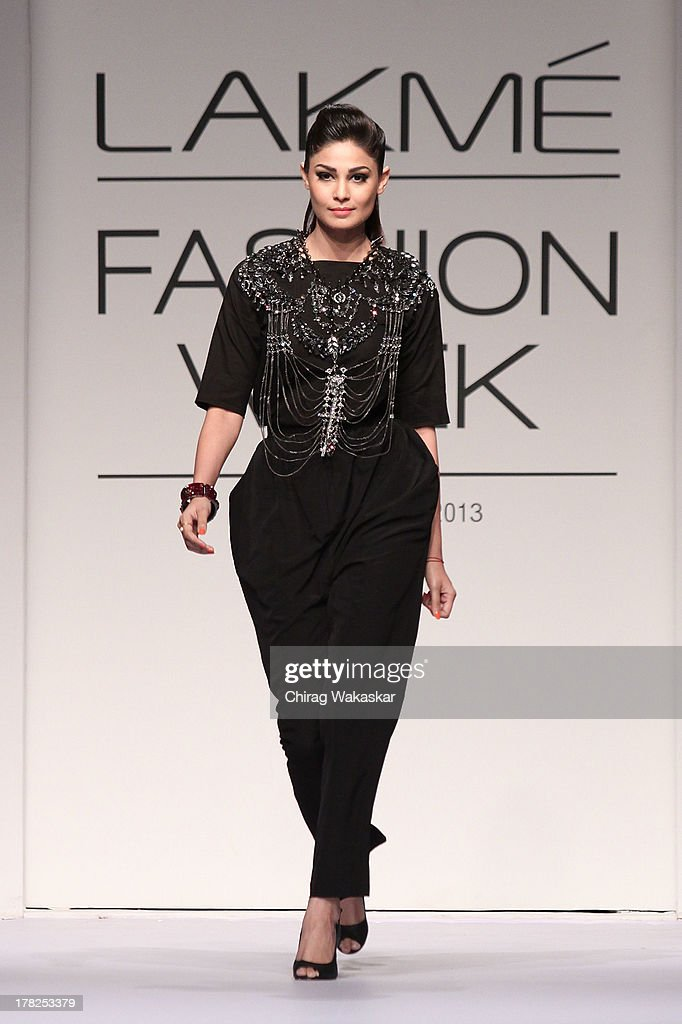 <a gi-track='captionPersonalityLinkClicked' href=/galleries/search?phrase=Puja+Gupta&family=editorial&specificpeople=4296582 ng-click='$event.stopPropagation()'>Puja Gupta</a> showcases designs by House Of Chic by Jinali Sutariya and Heena Surani during day 5 of Lakme Fashion Week Winter/Festive 2013 at the Hotel Grand Hyatt on August 27, 2013 in Mumbai, India.