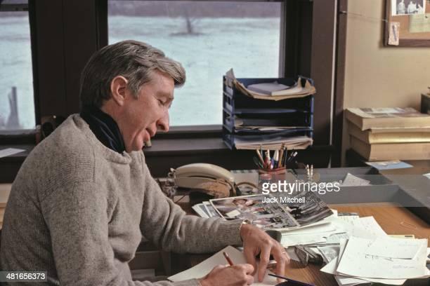 John Updike's A & P: Analysis & Theme