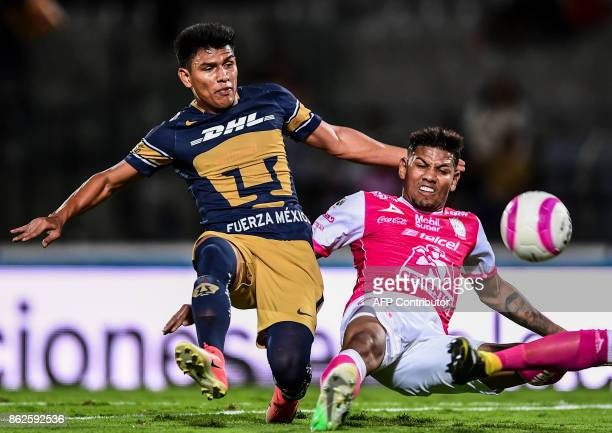 Pumas´ Jesus Gallardo vies for the ball with Alexander Mejia of Leon during their Mexican apertura 2017 tournament football match at the...