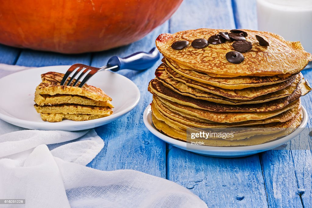 Pumpkin pancakes with chocdrops : Foto de stock